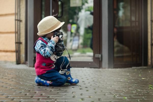Crianças fotografando