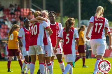 /03-09-2017: Voetbal: Vrouwen Ajax v Achilles 29: Amsterdam Eredivisie vrouwen Sportpark de toekomst seizoen 2017-2018 L-R Desiree van Lunteren of Ajax scoort 2-0 Ajax viert doelpunt