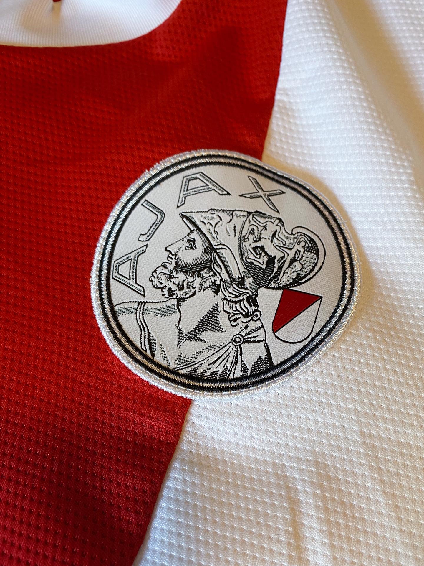 Ajax-Shirt-Thuis-Logo-2021-2022-IMG_8914-20210810