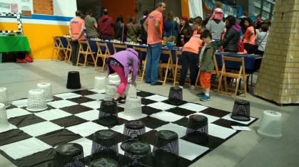 jugando en el tablero suelo