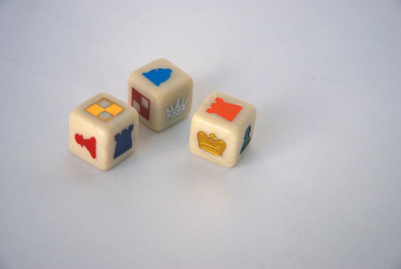 Juegos Heráldicos de Ajedrez con Naipes y Dados