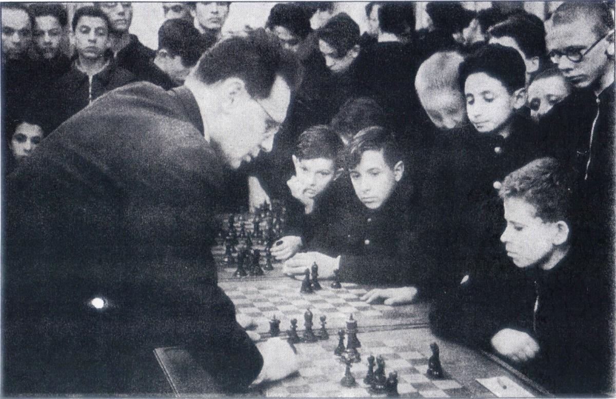 Boris V. Spassky: Una leyenda en 151 fotos (ordenadas en tiempo y lugar)