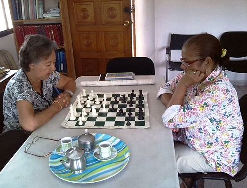 Dos alumnas: Luchy y Clara, combatiendo la posible aparición del Alzheimer