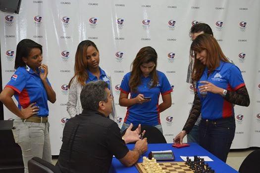 Entrenador del equipo femenino en el match RD vs PR mayo 30/31 2014