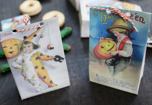 Halloween Vintage Postcard Treat Bags | Free Printable Friday
