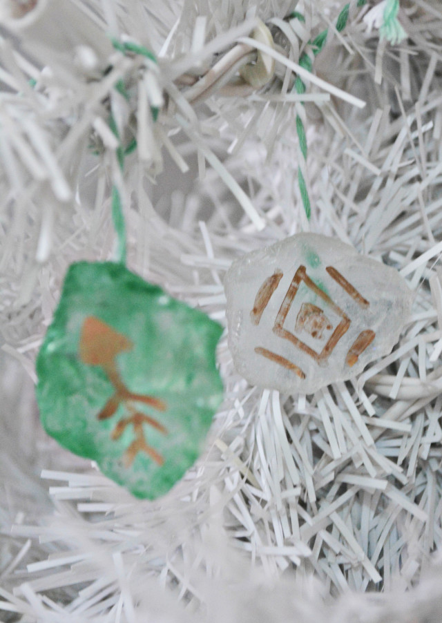 DIY pretty and fragile looking ornaments using sea glass! | A Joyful Riot @ajoyfulriot