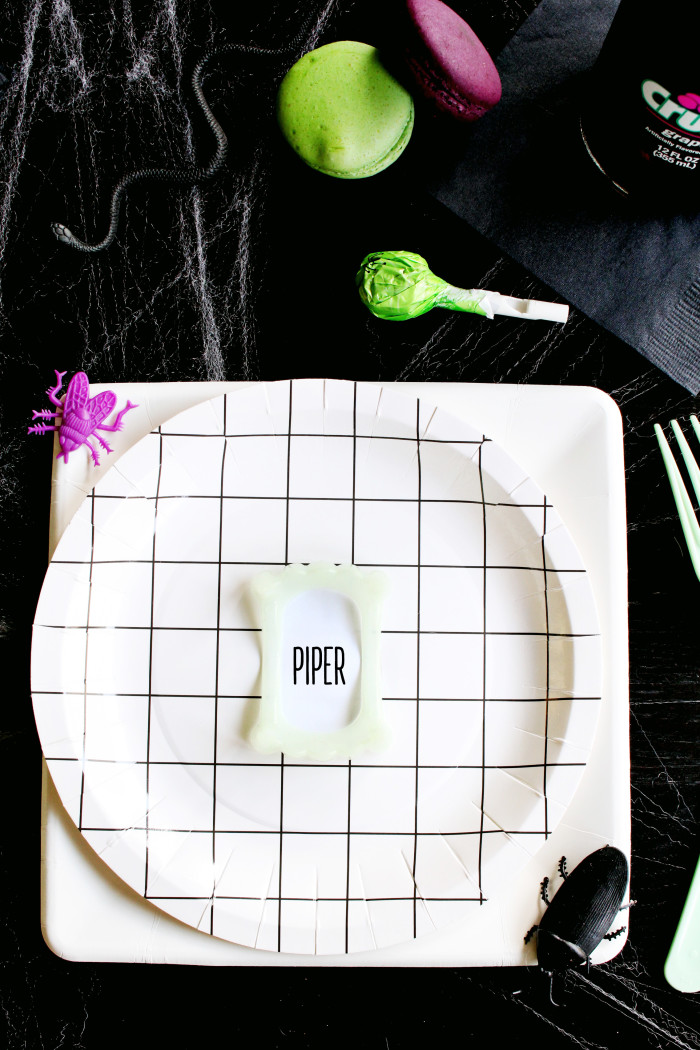 Clever little vampire teeth placecards via ajoyfulriot.com @ajoyfulriot 4