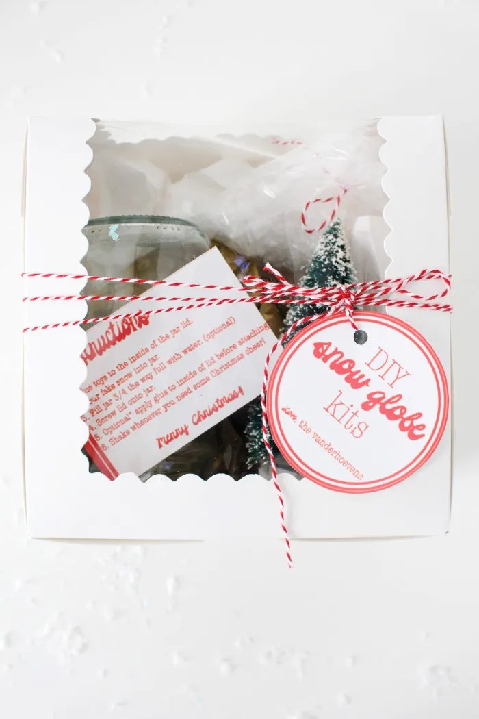 DIY snow globe kits are the perfect neighbor, friend and teacher gifts this season. Free printable tags and instruction cards via ajoyfulrio.com @ajoyfulriot