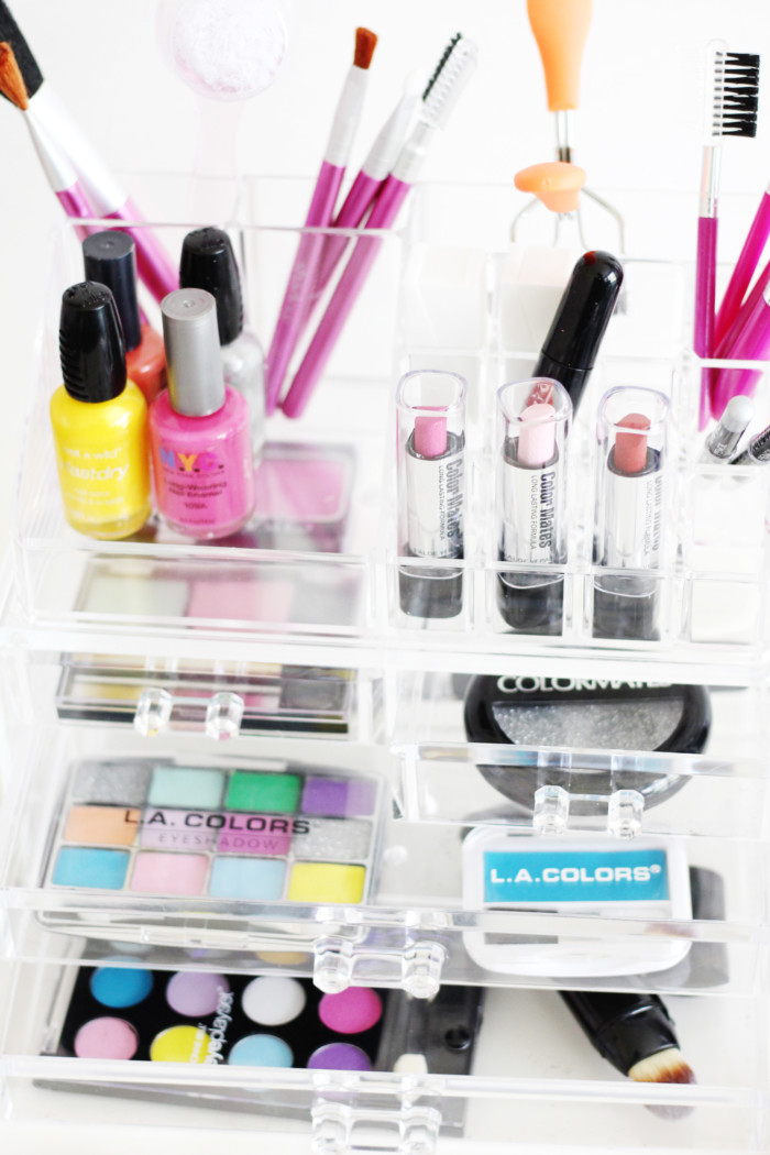 DIY a completely fake makeup kit for your littles to play with without the mess! via ajoyfulriot.com
