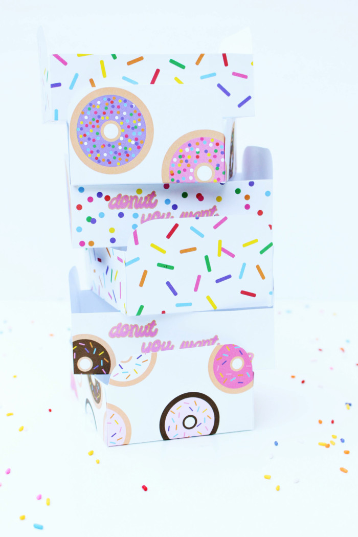 Free printable donut tray with five designs and an easy template via ajoyfulriot.com