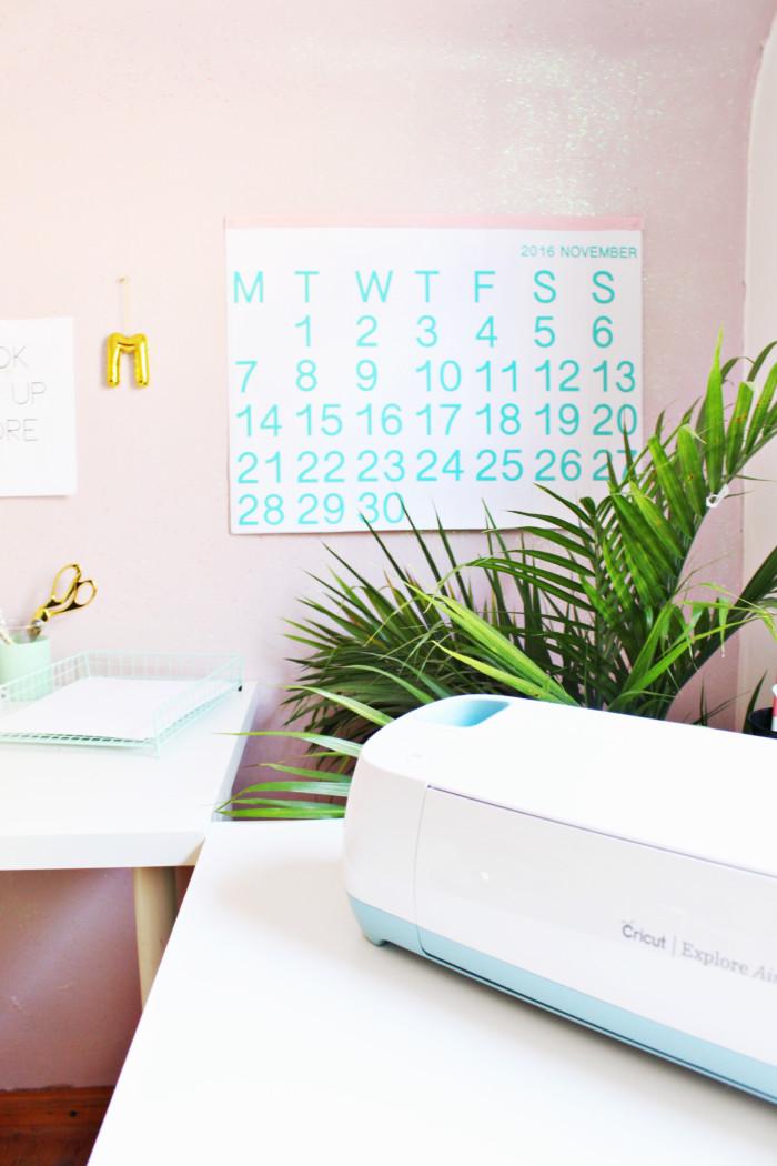 Free printable calendar! Turquoise minimal Stendig calendar | A Joyful Riot