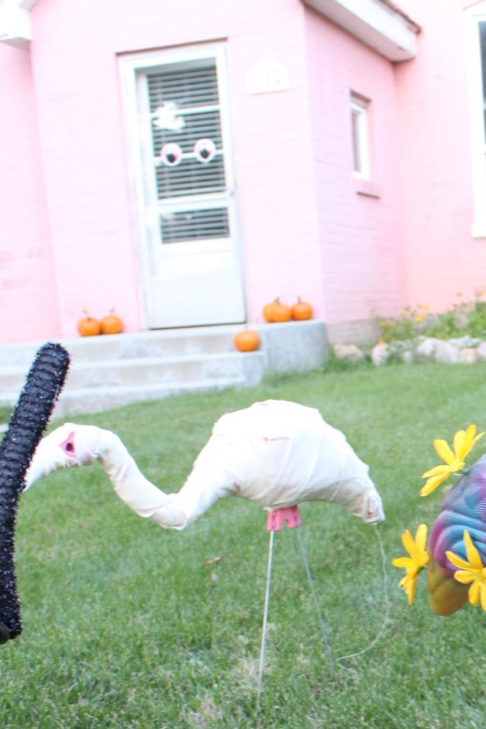 DIY mini mummy costume for a lawn flamingo