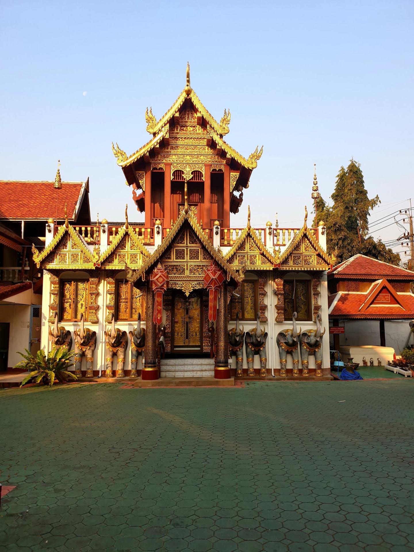 CHIANG RAI TRAVEL GUIDE Wat klang wiang