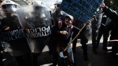 صورة احتجاجات عنيفة جديدة واضراب ضد اجراءات التقشف في اليونان