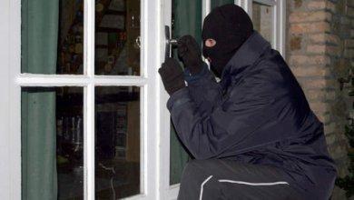 صورة شرطة النجف تلقي القبض على عصابة لسرقة المحال التجارية