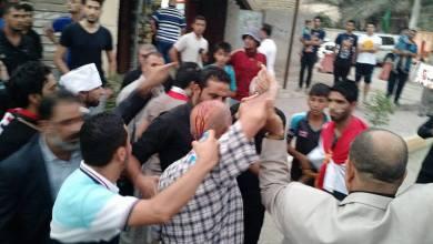 صورة اعتقال واصابة عدد من المتظاهرين في الديوانية بينهم استاذ جامعي