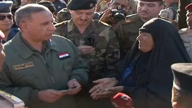 """صورة وزير الدفاع في """"بزيبز"""" للتحقق من ابتزاز النازحين"""