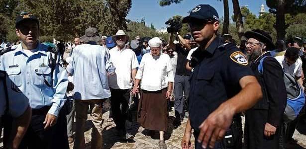 مستوطنون يقتحمون الاقصى بحماية جيش الاحتلال