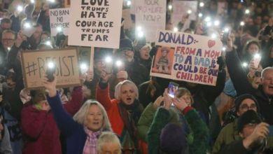 صورة مظاهرات في أرجاء بريطانيا احتجاجا على قرار ترامب حظر دخول مسلمين إلى أمريكا