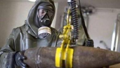 """صورة الامريكيون يفحصون المواد الكيميائية التي استخدمها """"داعش"""" في الموصل"""