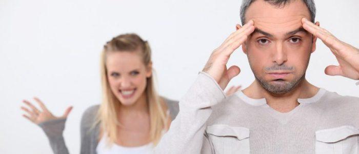 لماذا يلجأ الزوج إلى الظهور بوجهين في التعبير عن مشاعره؟