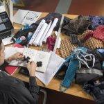 بالصور.. شاب يخترع ملابس تنمو مع الطفل