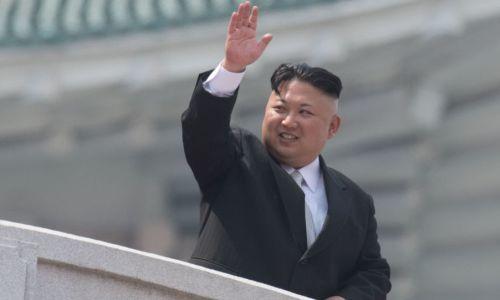 رئيس كوريا الشمالية مبتسمًا على وجه قهوة شعب كوريا الجنوبية!