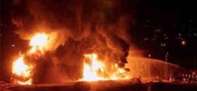 عاجل..حريق يلتهم محال تجارية في مدينة الكاظمية بالعاصمة بغداد