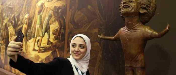محمد صلاح يتصل بالنحاتة صاحبة التمثال الذي جسده