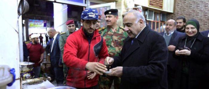 عبدالمهدي يتجول بشارع الرشيد وسط بغداد