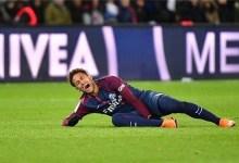 صورة نيمار يغادر الملعب باكيًا بعد إصابة قوية خلال مباراة مع باريس سان جيرمان