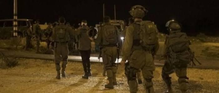 الاحتلال الاسرائيلي يعتقل 10 مواطينين من الضفة الغربية