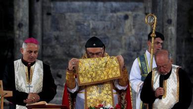 صورة مسيحيو ومسلمو العراق جنبا إلى جنب في قداس كنيسة الموصل