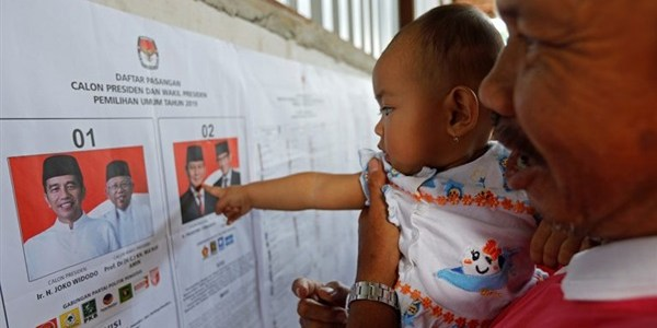 """إندونيسيا تختار رئيساً جديداً.. فرز أولي يظهر تقدم """"ويدودو"""""""