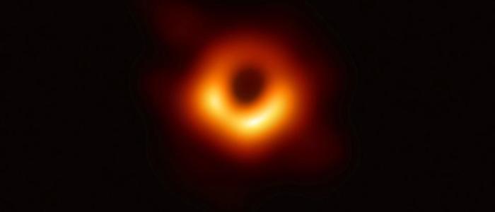 إنجاز فيزيائي عالمي :أول صورة على الإطلاق لثقب أسود في الفضاء