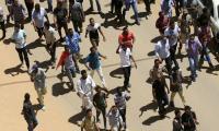 السودان.. قوات الأمن تحاول فض اعتصام أمام وزارة الدفاع