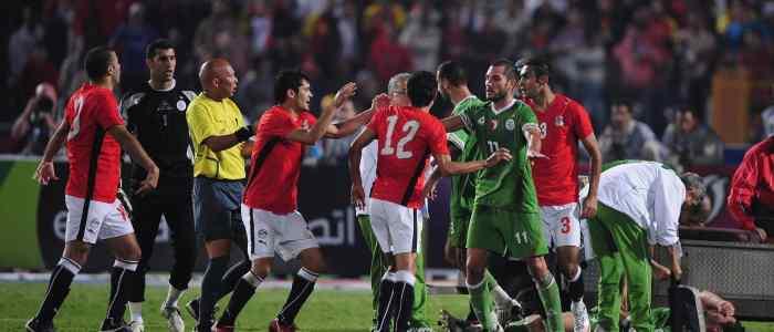 """بعد 10 أعوام على """"الموقعة"""".. مصر تترقب الجزائر بنصف النهائي"""