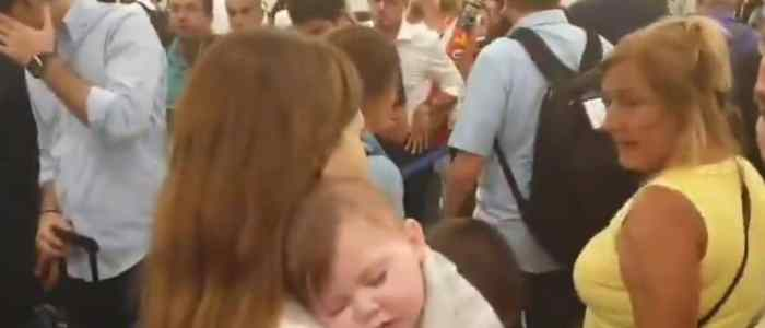 """نانسي عجرم تهاجم حكومة لبنان بفيديو من المطار.. """"عيب عليكن"""""""
