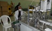 العراق يعلن انتاج 75 الف كمامة للحد من الاصابة بكورونا