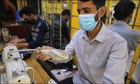 العمال الآسيويون عالقون في العراق بلا عمل ولا سفر.. ولا مال