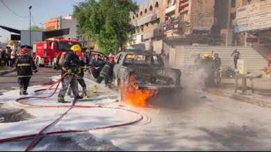 صورة احتراق سيارة تحمل اسطوانات اوكسجين وإصابة سائقها وسط بغداد.. صور