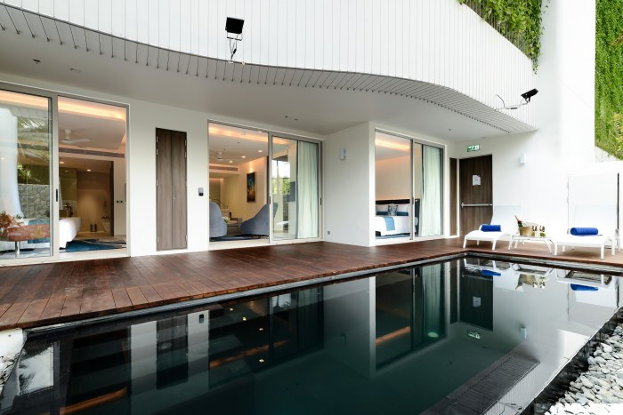grand-deluxe-pool-suite-06