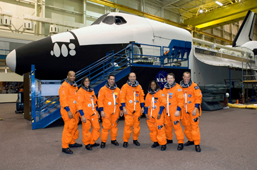 STS-116 Shuttle crew in front of shuttle