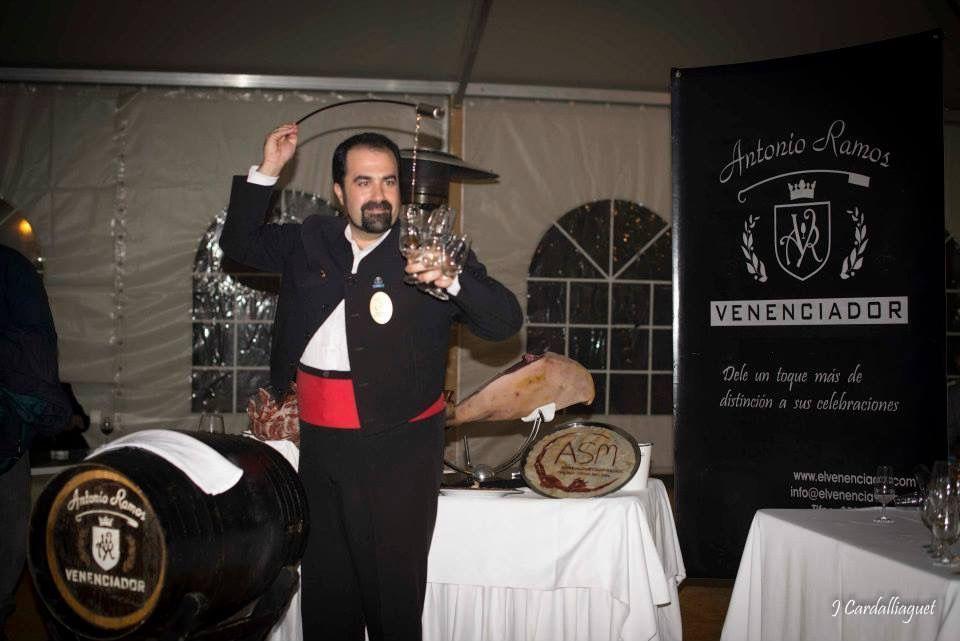 Antonio Ramos venenciador y cortador de Jamón. Socio ASM.