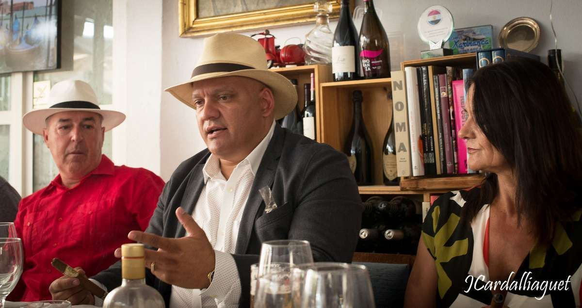 Presentacion Cigarros Puros El Galan Doña Nieves de Felix A Mesa © 10.0 Cigars (8)