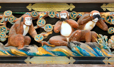 800px-Three_Wise_Monkeys_Tosho-gu_Shrine.jpg