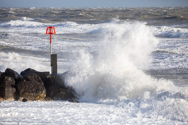 Waves on a Groyne