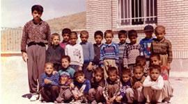 فرزاد کمانگر همراه با شاگردانش