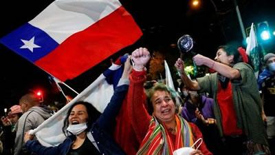 شیلی به تغییر قانون اساسی دوره پینوشه رای داد