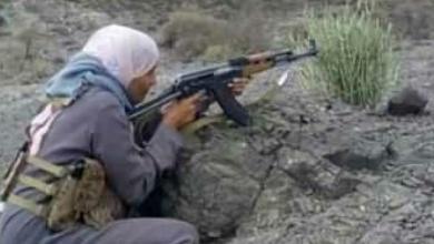 Photo of زينب بنت الازارق .. تترك الدواء .. و تمسك بالبندقية!